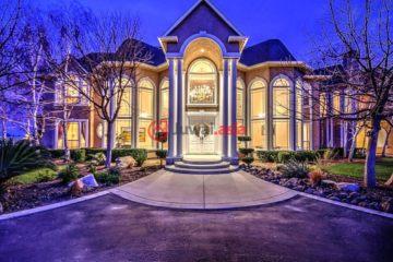 居外网在售美国5卧6卫特别设计建筑的房产总占地27530平方米USD 2,500,000