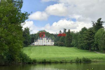 居外网在售法国拉瓦勒EUR 2,650,000总占地260000平方米的商业地产