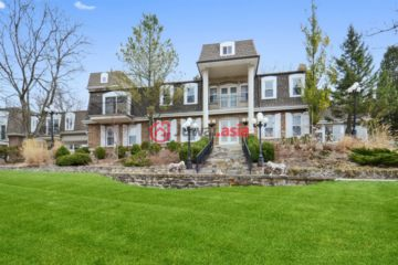 居外网在售美国巴林頓山7卧6卫的房产总占地20283平方米USD 1,599,000