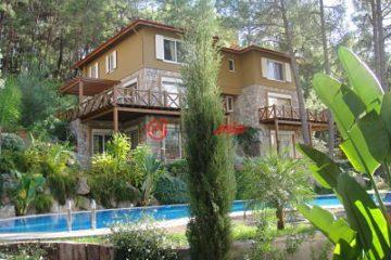 居外网在售土耳其4卧4卫原装保留的房产总占地500平方米EUR 250,000